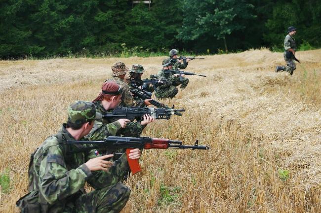 Vojenská taktika - formace, přibližování, spolupráce